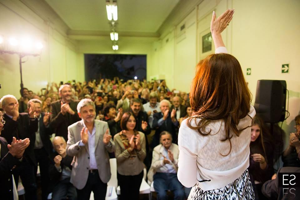Cristina Fernández de Kirchner con investigadores y científicos