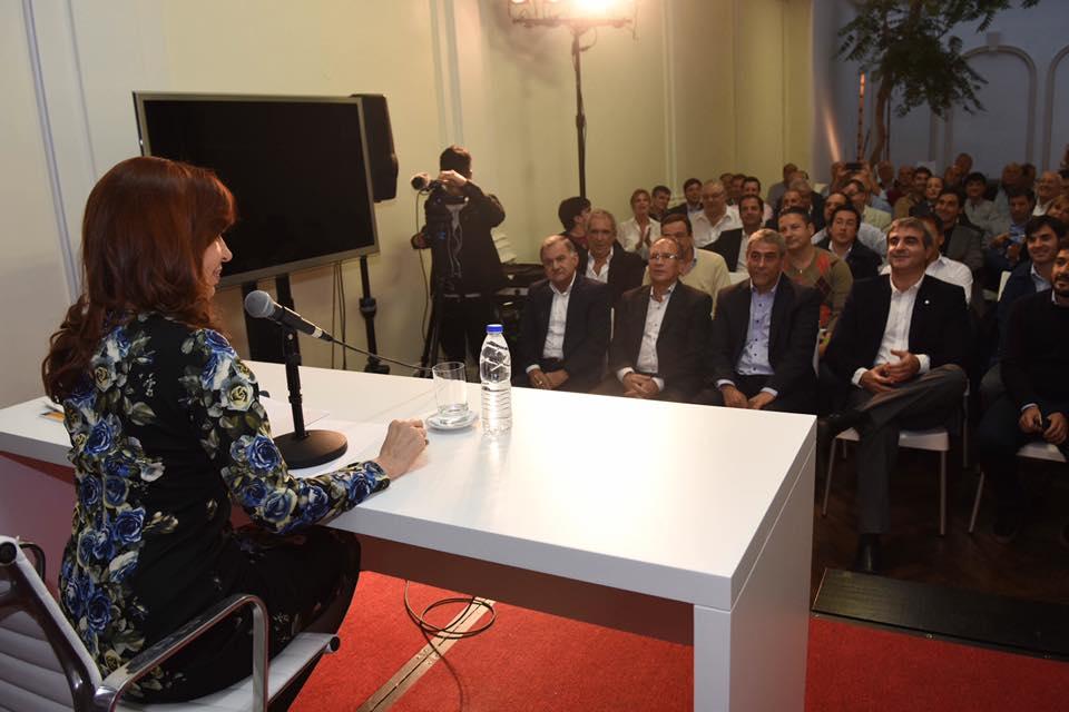 Cristina Fernández de Kirchner con intendentes bonaerenses