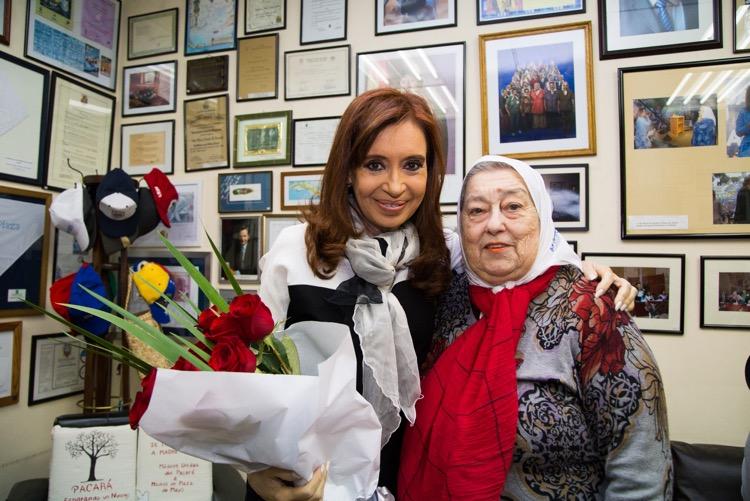 Cristina Kirchner visitó a las Madres de Plaza de Mayo