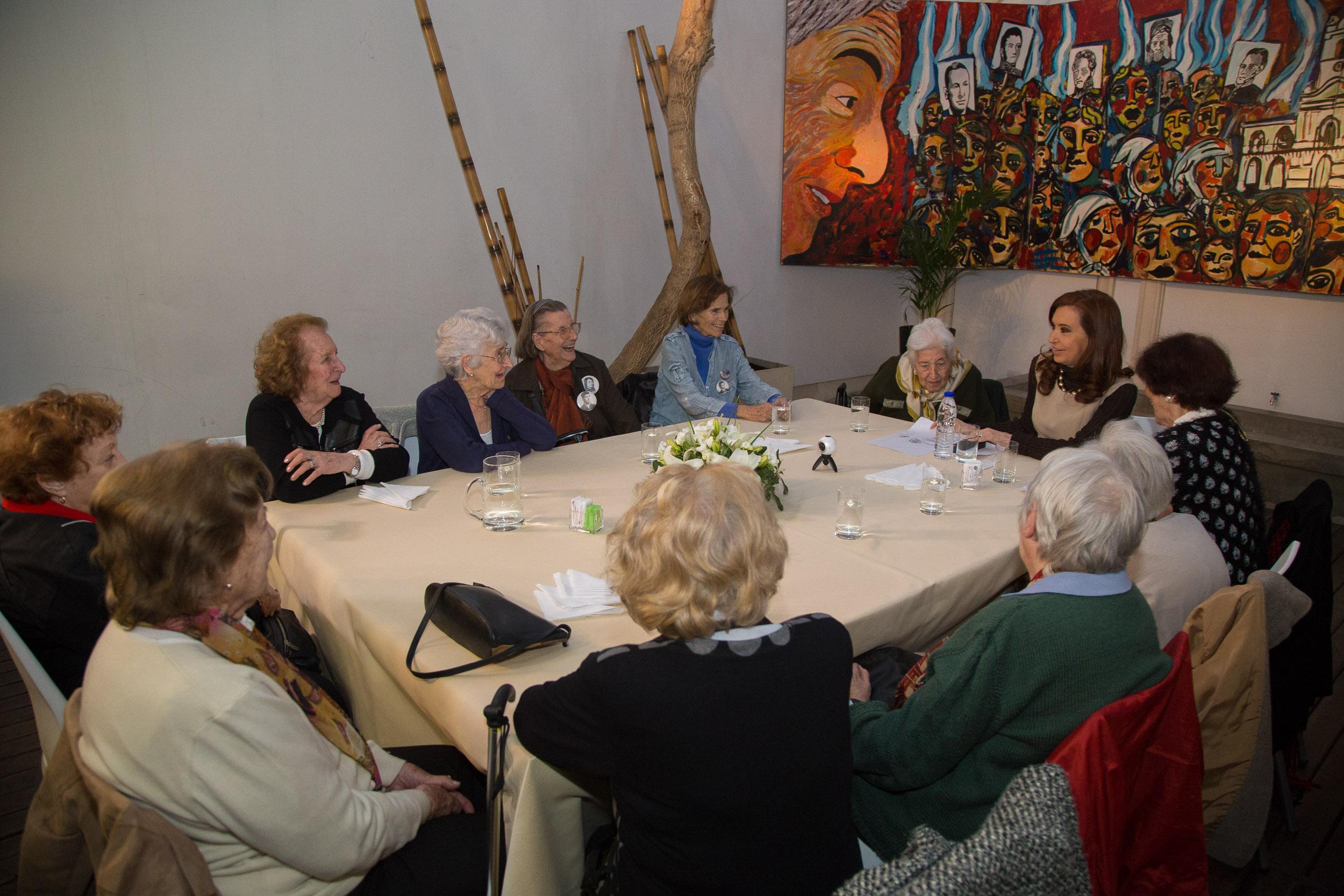 Cristina Fernández recibió a las Madres de Plaza de Mayo -Línea Fundadora- en el Instituto PATRIA.