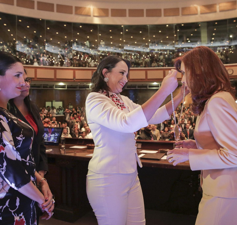 Cristina Kirchner condecorada en la Asamblea Nacional del Ecuador