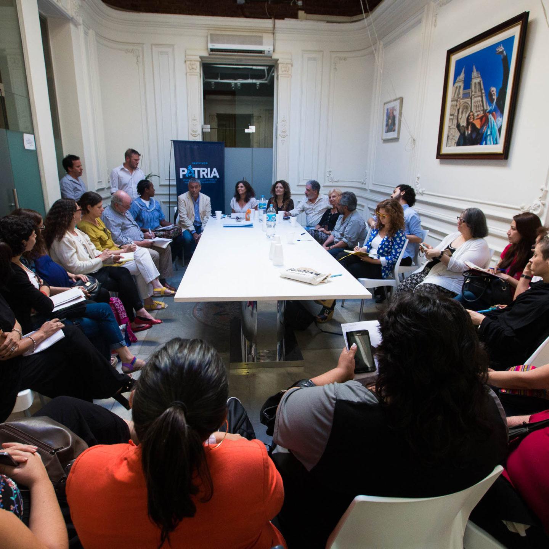 Representantes de organizaciones de migrantes en el Instituto PATRIA