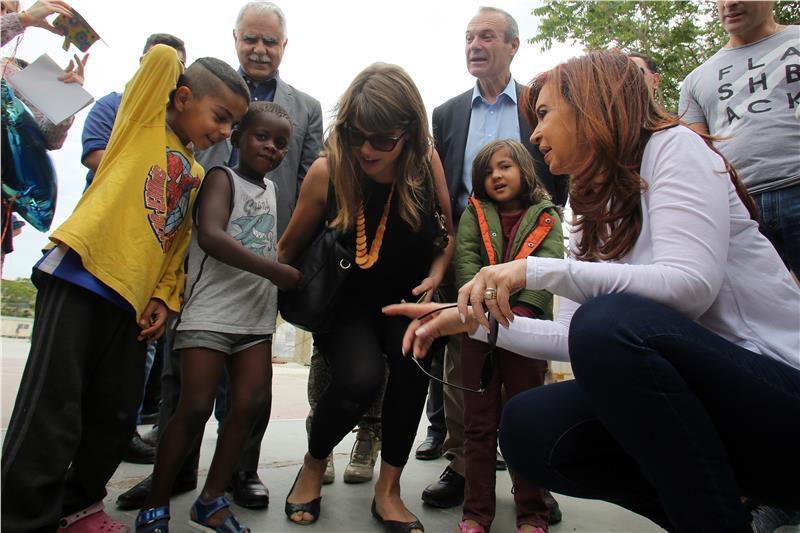 CFK visitó centro de refugiados en Atenas