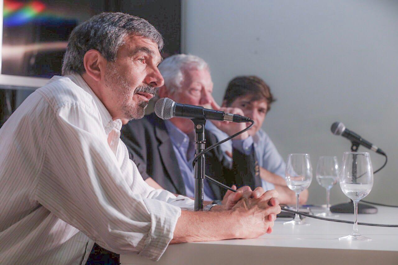 Charla «Ajuste en Ciencia Tecnología y Desindustralización»