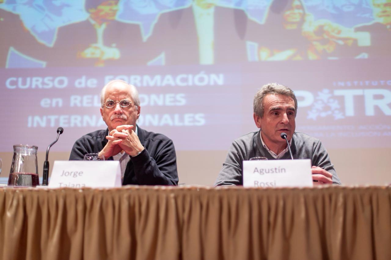 Taiana y Rossi en el cierre del curso de Relaciones Internacionales